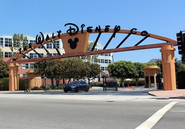 800px Walt Disney Studios Alameda Entrance 8b1b0
