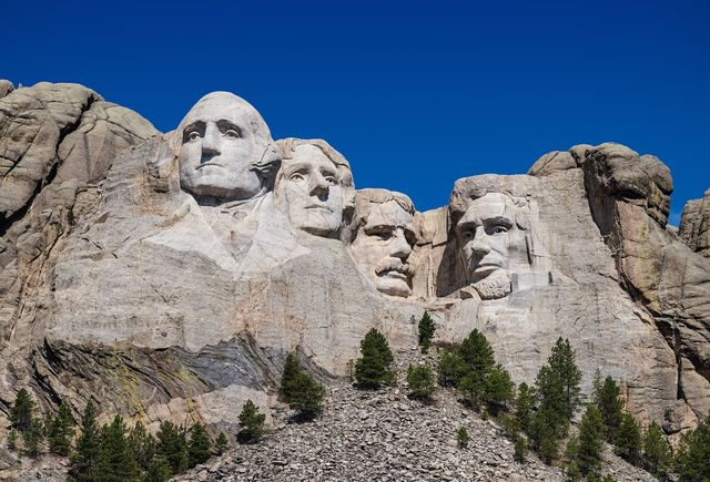 2560px Mount Rushmore detail view 96ed6