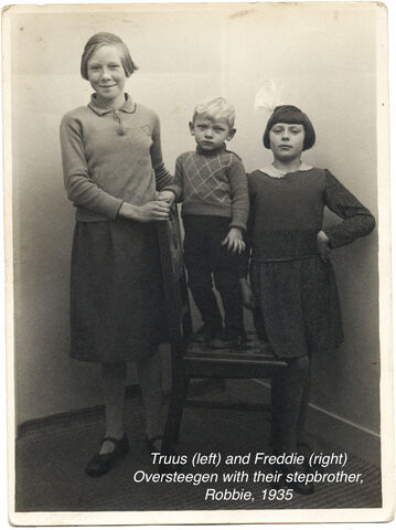 Truus and Freddie Oversteegen and their little brother Robbie in 1935. Caption Photo taken for mothers birthday. Robbie was not even 2 years old. Courtesy of North Holland Archives 9e757