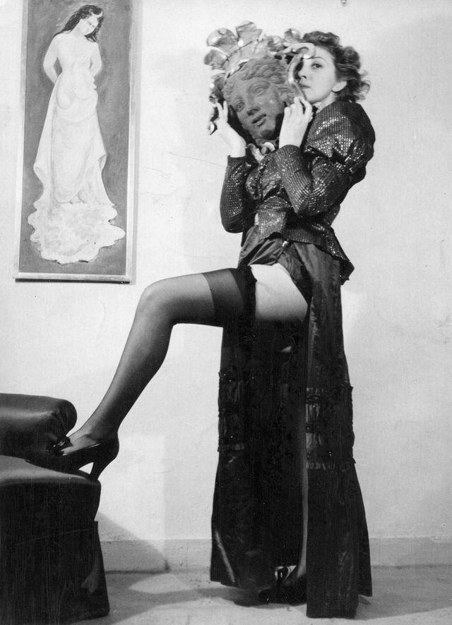 Leonor Fini Portrait de Femme aux Feuilles D acanthe 1946 Courtesy of Weinstein Gallery acce7