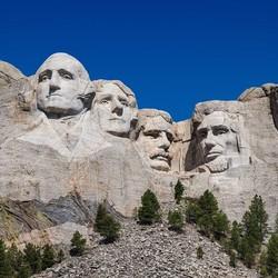 2560px Mount Rushmore detail view 96ed6