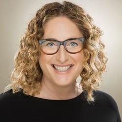Headshot of comedian Judy Gold taken by Justine Ungaro