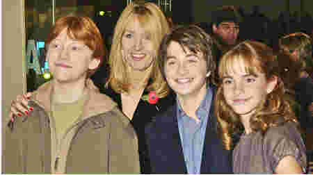 Rowling with the Harry Potter cast at a film event. (2001)