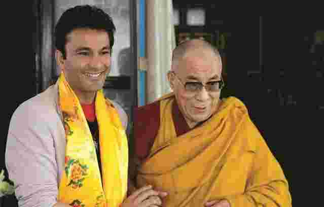 Vikas Khanna with His Holiness the 14th Dalai Lama