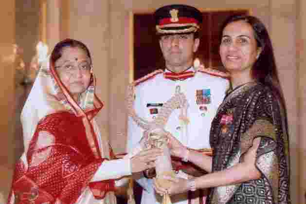 Kochhar receiving the Padma Bhushan award