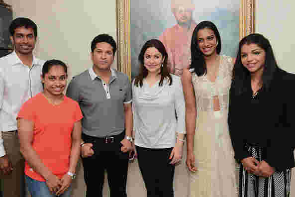 Sakshi Malik with P Gopichand, Dipa Karmakar, Sachin Tendulkar and PV Sindhu after 2016 Rio Olympics