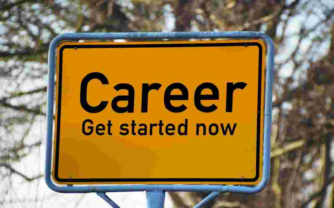 Key factors to keep in mind while deciding on the right career for you