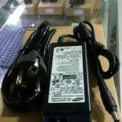 Adaptor Laptop Samsung 19v 3.16a ORIGINAL (3.0mm x 1.1mm) (10045689) di Kab. Malang