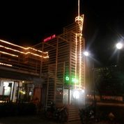 Hotel di tengah kota.