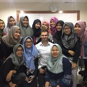 Butuh Native Speaker dari UK dan USA? (10734907) di Kota Jakarta Timur