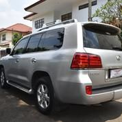 Lexus LX 570 SUV ATPM Warna Silver Tahun 2011 (12332461) di Kota Tangerang Selatan