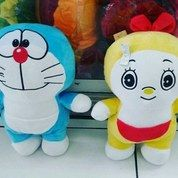 Boneka Standing Kar Doraemon Doremi Berdiri Kantong Ajaib SNI 35 Cm New (13046999) di Kota Jakarta Selatan