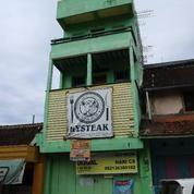 Rumah Dan Toko Dekat SMAN3 (13623569) di Kota Surakarta