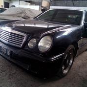 Mercedes-Benz E-230 New Eyes (14247171) di Kota Denpasar