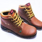 Sepatu Boot Cokelat 3/4