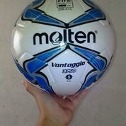 Bola Futsal Molten Nomer 4