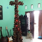 Pohon Natal Bentuk Salib (15294253) di Kota Jakarta Timur