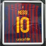 Jersey Barcelona Lionel Messi Nomor 10 Tanda Tangan Messi Bersertifikat MSS001 (16609983) di Kota Jakarta Pusat