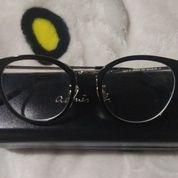 Kacamata Agnes B