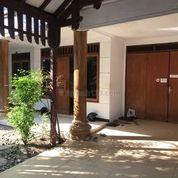 Rumah Cantik Ada Taman Depan Dan Belakang Di Raya Manyar Jaya, Surabaya (16907747) di Kota Surabaya