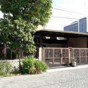 SIAP HUNI Rumah TERAWAT Manyar Kertoadi Bangunan MINIMALIS Semi FURNISH