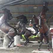 Patung Kuda Fiber