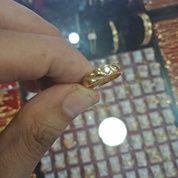 Menerima Perhiasan Emas