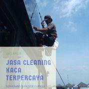 Jasa Cleaning Kaca Villa,Gedung Terpercaya Semarang