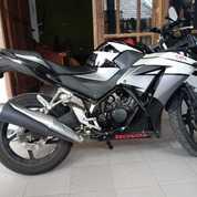 Honda CBR 150R Tahun 2015 (Nego Sampai Jadi, Kondisi Istimewa, Full Orisinil Tanpa Modifikasi) (19309483) di Kota Surabaya