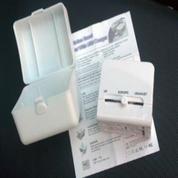 Universal Travel Adaptor Kotak With USB Charger UAR03 (19312991) di Kota Tangerang