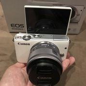 Kamera Digital Mirrorless Canon EOS M10 EF M15-45mm STM White (19746127) di Kota Jakarta Utara
