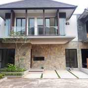 Town House Mewah Dengan Konsep Villa Di Condet