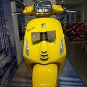 New Vespa Sprint LED 150 I Get ABS (YELLOW SOLE)