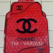 Karpet Mobil Universal Motif Ch**El Dasar Merah Logo Garis Gelombang Hitam
