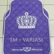Karpet Mobil Universal Motif DAD Mahkota Garson Dasar Ungu Logo Putih