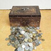 Kotak Besi Dan Koin Antik