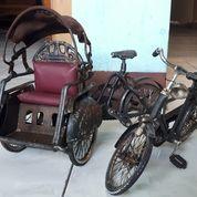 Pajangan Becak Sepeda (20386571) di Kota Jakarta Timur