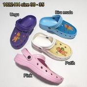 Sandal Sendal Sepatu Anak Cewe Perempuan Kokop Tali Belakang Winnie The Pooh (20651543) di Kota Sukabumi