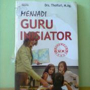 Buku Menjadi Guru Inisiator (21042459) di Kota Semarang