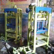 Mesin Cetakan Batako UNP 8 (21081271) di Kota Sibolga