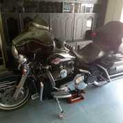 Harley Davidson Ultra Clasic 2007 Warna Hitam,BODY MULUS , MESIN HALUS ,TOURING JALAN TERUS