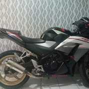 Motor Honda CBR 150R. KM 5000 Lebih Dikit, Surat2 Komplit, Harga 17..Cipinang - Jatinegara (21678923) di Kota Jakarta Timur