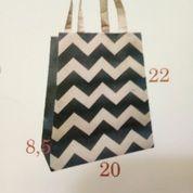 Paper Bag Dengan Motif Zig Zag Kode 67 (21701667) di Kota Surabaya