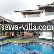 Villa 6 Kamar Tidur, Kolam Renang, Meja Billiard, Karaoke + Wifi Di Cisarua, Bogor ? Villa Ivanno (21925795) di Kota Bogor