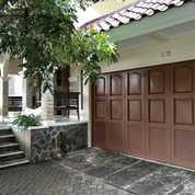 Rumah 2 Lantai MEWAH KLASIK & FULL TAMAN KELILING Semi Furnished Dalam Perumahan Jakal Km 8 (22061475) di Kab. Sleman