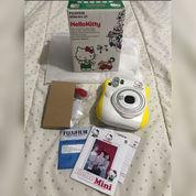 Kamera Polaroid Karakter