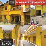 Rumah (Kost) Jl. Kukusan, Depok, 1206,5 M, 2 Lt, SHM (22281095) di Kota Depok