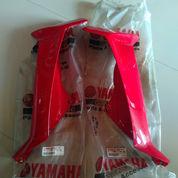 Sayap Luar Merah Sporty F1ZR Original (22492995) di Kab. Magetan