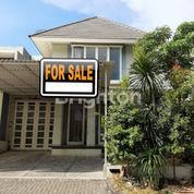 Modern Minimalist House At Royal Park Citraland 2FLOOR SHM REady To Stay (22512975) di Kota Surabaya