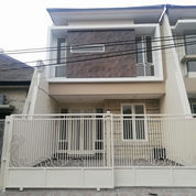 Rumah Row Jln Lebar Bangunan Modern Minimalis Di Manyar Tirtoasri (22520447) di Kota Surabaya